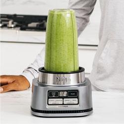 personal blender making green smoothie